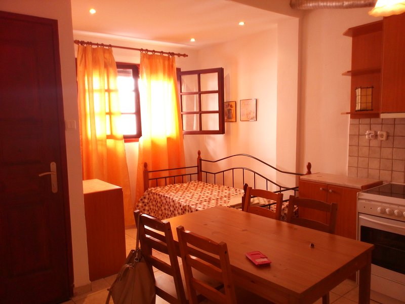 Nice apartment near the beach, holiday rental in Nea Erithraia