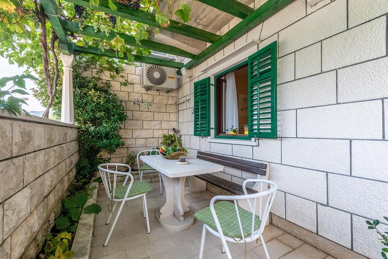 Pucisca Apartment Sleeps 4 with Air Con - 5828773, vacation rental in Pucisce
