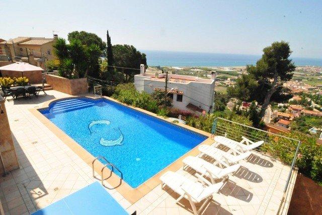 Sant Genis de Palafolls Villa Sleeps 8 with Pool - 5509494, location de vacances à Santa Susanna