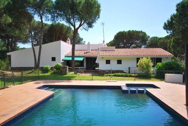 Montbarbat Villa Sleeps 20 with Pool and Free WiFi - 5512077, location de vacances à Mont Barbat