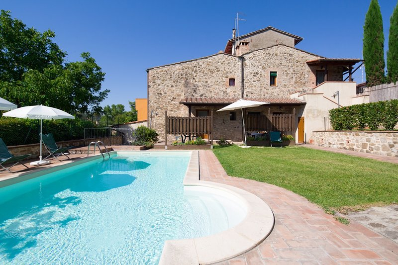 Mattone Holiday Home Sleeps 6 with Pool and WiFi - 5226639, holiday rental in Montefalconi