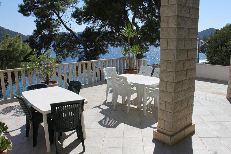 Sveti Jurje Apartment Sleeps 5 with Air Con - 5468244, holiday rental in Pasadur