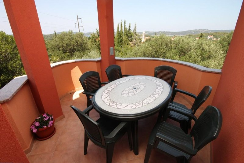 Bozava Apartment Sleeps 5 with Air Con - 5467902, alquiler de vacaciones en Bozava