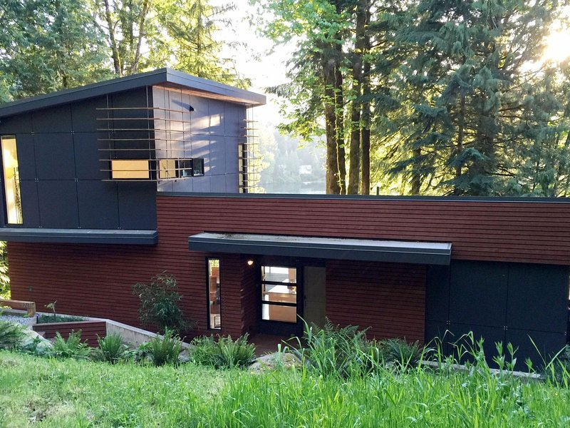 83MF Dream Home Over Silver Lake, holiday rental in Abbotsford