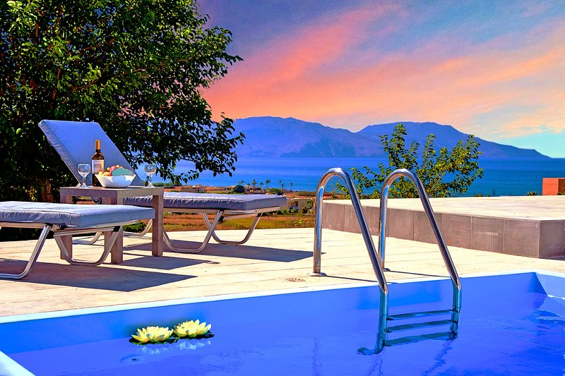 Cretan Sunset Villa with Private Pool, vacation rental in Argyroupolis