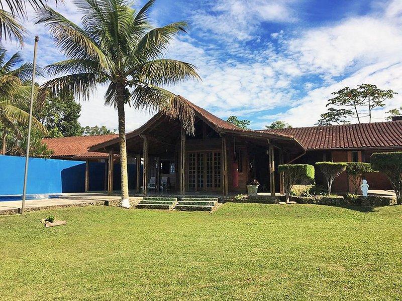 Casa com Piscina perto da Praia, holiday rental in Juqueí