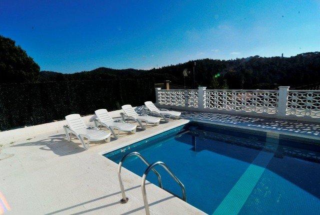 Montbarbat Villa Sleeps 4 with Pool and Air Con - 5509174, location de vacances à Tordera