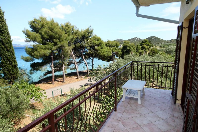 Tkon Apartment Sleeps 4 with Air Con - 5459688, vacation rental in Zizanj Island