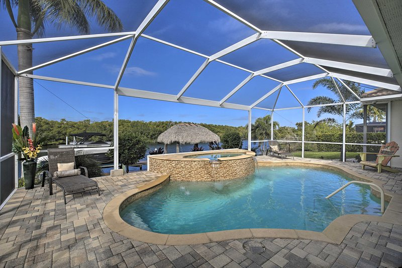 Waterfront Cape Coral Home w/ Private Dock & Lanai, holiday rental in Matlacha