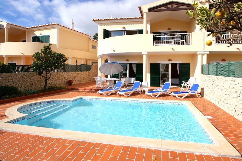 Casa Sossego in Praia da Luz. Sea Views, private pool and walk to the beach !, location de vacances à Luz
