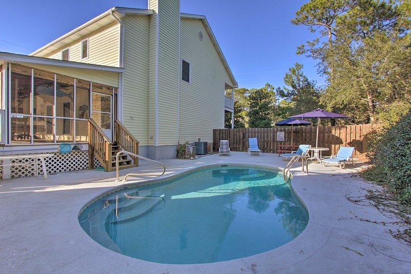 ¡Pasa tus días flotando en la piscina privada de la casa!