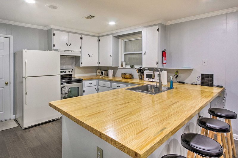 This Pensacola vacation rental features 3 bedrooms, 2 bathrooms and space for 6!