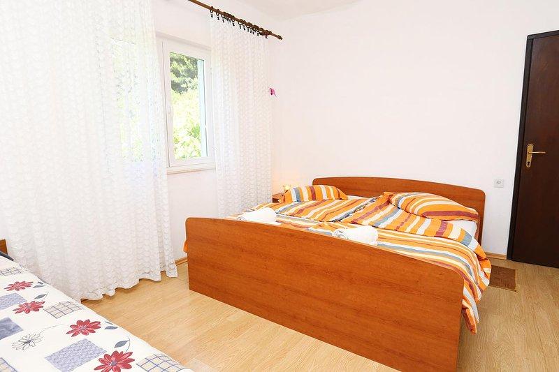 Zuljana Apartment Sleeps 3 with Air Con - 5459109, holiday rental in Zuljana
