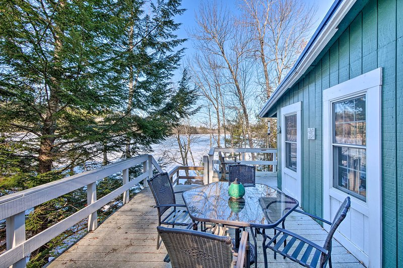 NEW! Little Long Pond Cottage: Swim, Fish, Kayak!, location de vacances à Bucksport