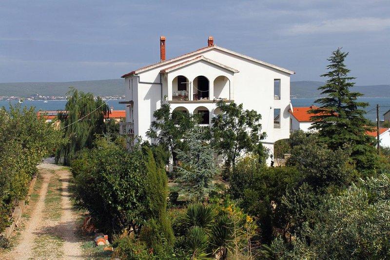 Cimera Apartment Sleeps 5 with Air Con - 5459663, holiday rental in Nevidane