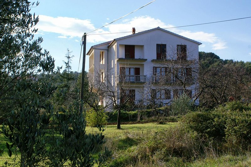 Cimera Apartment Sleeps 5 with Air Con - 5459667, holiday rental in Nevidane