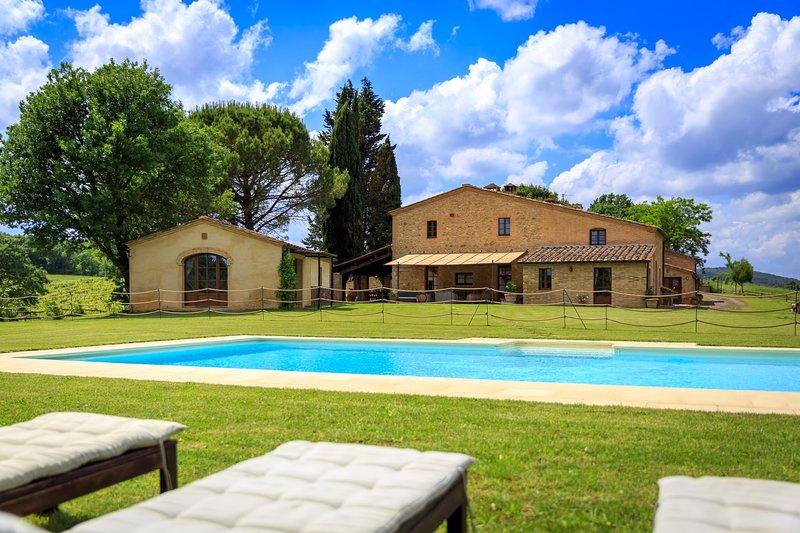 Villa Montesoli Villa Sleeps 12 with Pool and WiFi - 5227155, holiday rental in Buonconvento