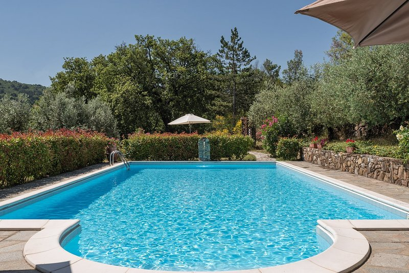 Pergine Valdarno Villa Sleeps 12 with Pool Air Con and WiFi - 5226745, vacation rental in Ponticino