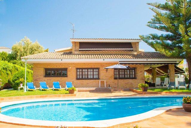 Roda de Bera Villa Sleeps 9 with Pool and Free WiFi - 5509252, location de vacances à Creixell