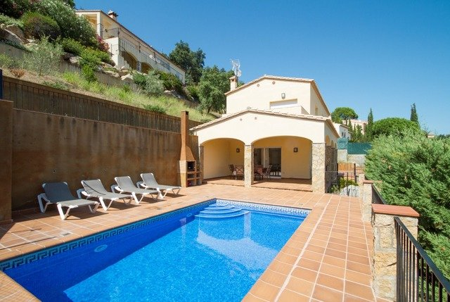 Calonge Villa Sleeps 6 with Pool and Free WiFi - 5509077, vacation rental in Calonge