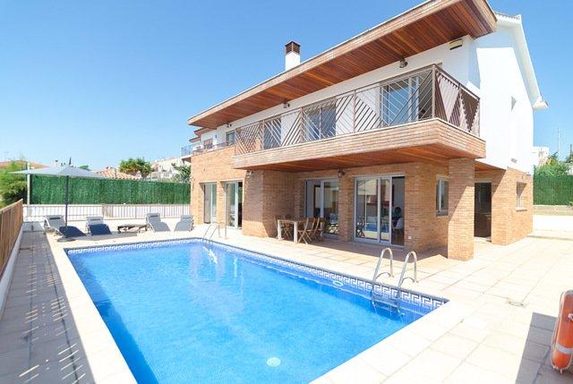 Blanes Villa Sleeps 10 with Pool and Free WiFi - 5509282, alquiler de vacaciones en Blanes