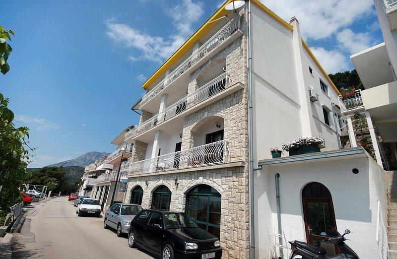 Veli Drvenik Apartment Sleeps 5 with Air Con - 5463536, location de vacances à Drvenik