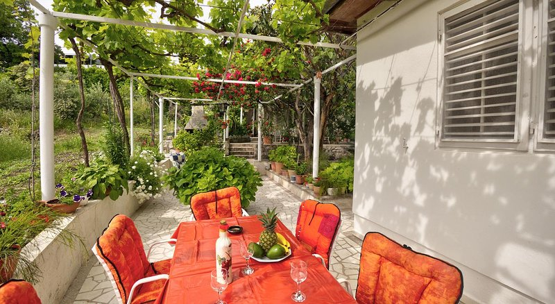 Mlini Holiday Home Sleeps 5 with Air Con - 5470370, vacation rental in Mlini
