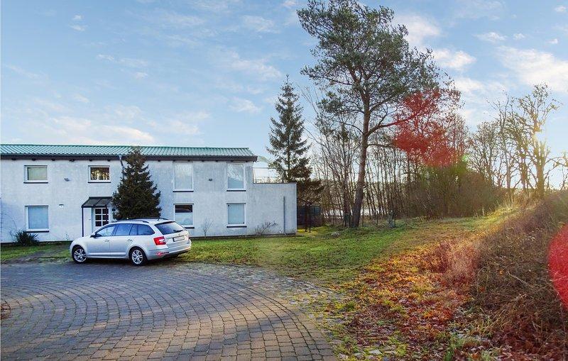 Beautiful apartment in Ankershagen OT Bornhof with WiFi and 1 Bedrooms (DMV445), aluguéis de temporada em Neubrandenburg