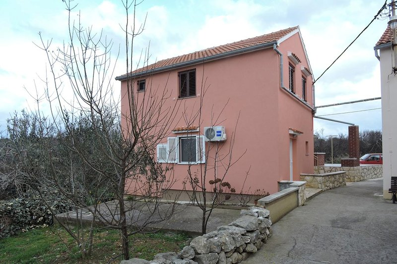 Veli Rat Apartment Sleeps 2 with Air Con - 5459324, holiday rental in Soline