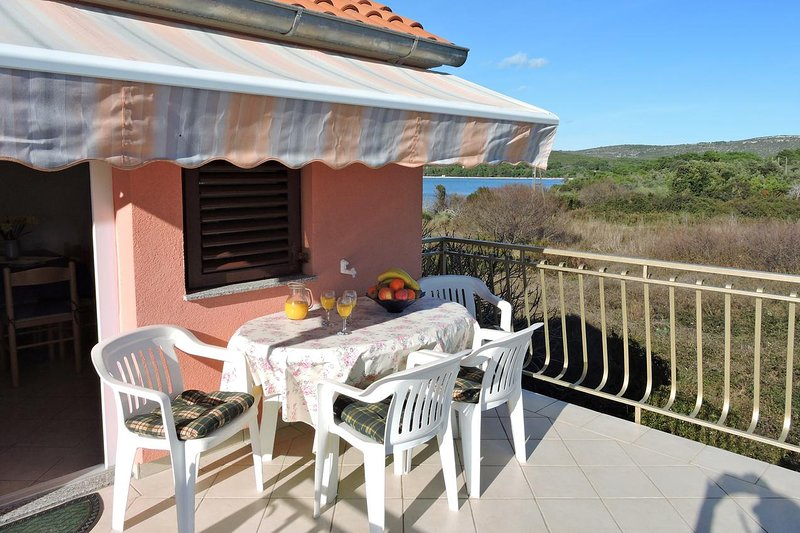Veli Rat Apartment Sleeps 4 with Air Con - 5459326, holiday rental in Soline