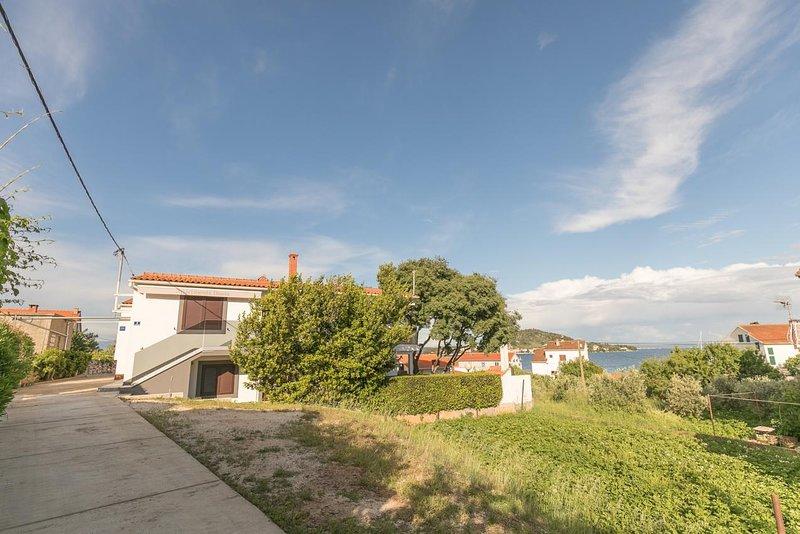 Osljak Apartment Sleeps 6 with Air Con - 5468142, alquiler de vacaciones en Preko