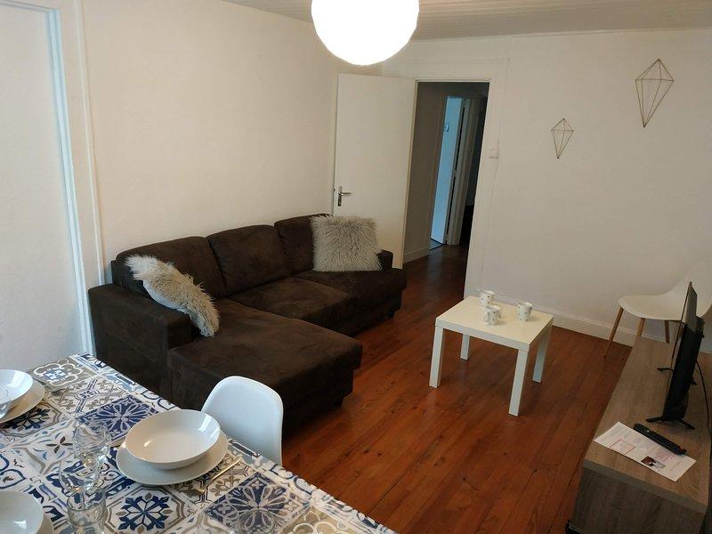 Magnifique pied-à-terre situé au 2éme étage, vacation rental in Trebons