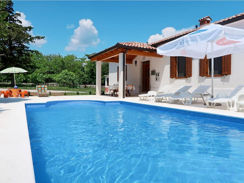 Labin Holiday Home Sleeps 7 with Pool and Air Con - 5512722, aluguéis de temporada em Strmac