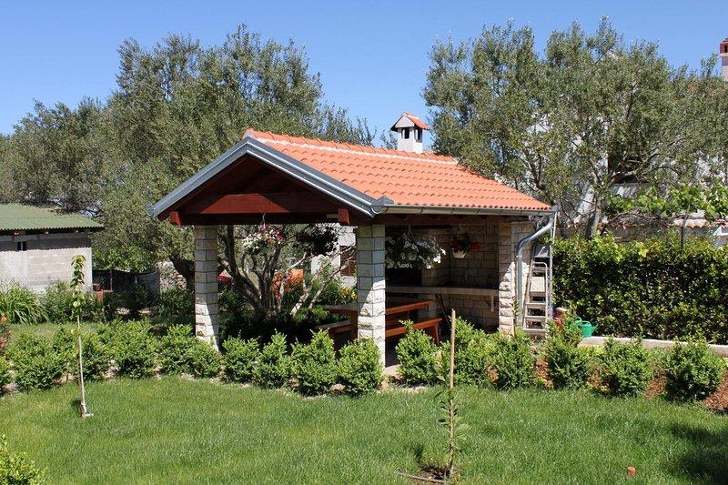 Tkon Apartment Sleeps 3 with Air Con - 5465540, vacation rental in Zizanj Island