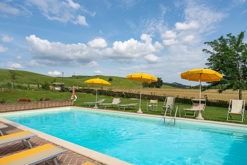 Monteroni d'Arbia Holiday Home Sleeps 18 with Pool Air Con and WiFi - 5226829, holiday rental in Monteroni d'Arbia