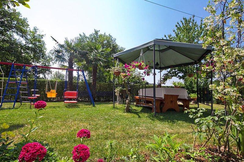 Fiorini Apartment Sleeps 4 with Air Con - 5466776, location de vacances à Fiorini
