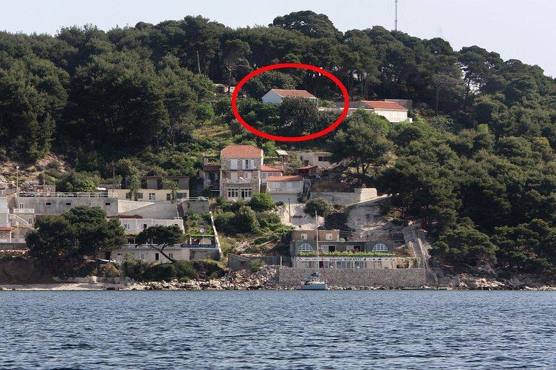 Maranovici Apartment Sleeps 6 with Air Con - 5577954, holiday rental in Saplunara