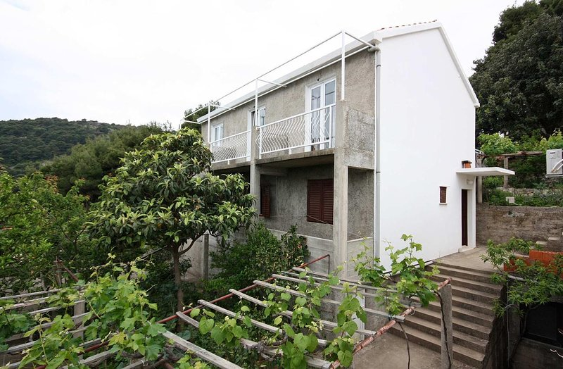 Maranovici Apartment Sleeps 2 with Air Con - 5577959, holiday rental in Saplunara