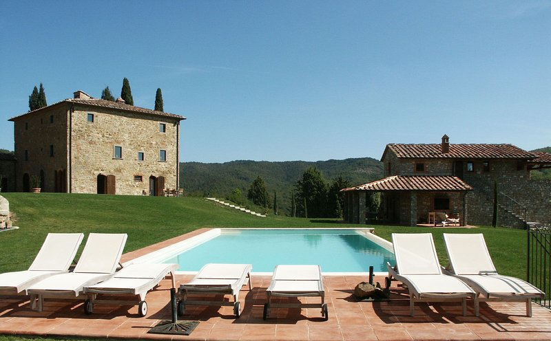 San Vincenti Villa Sleeps 18 with Pool and Air Con - 5696049, vacation rental in Montebenichi