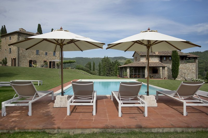 San Vincenti Villa Sleeps 12 with Pool and Air Con - 5696079, vacation rental in Montebenichi