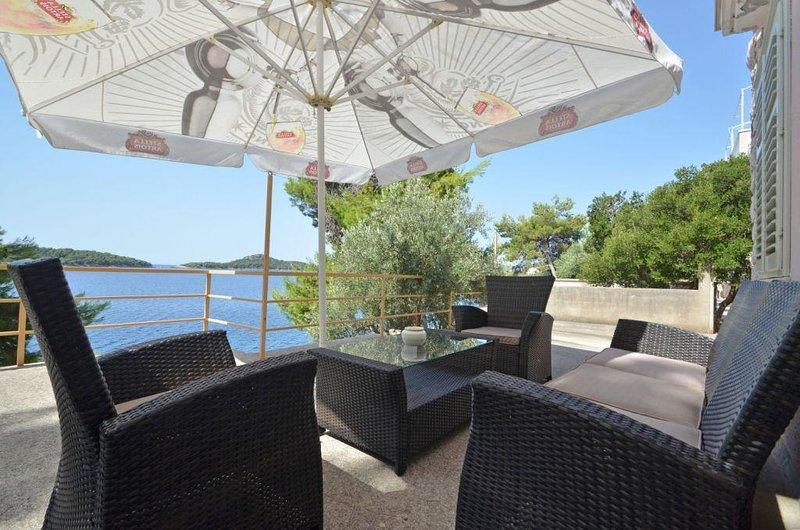 Prizba Apartment Sleeps 6 with Air Con - 5458979, location de vacances à Prizba