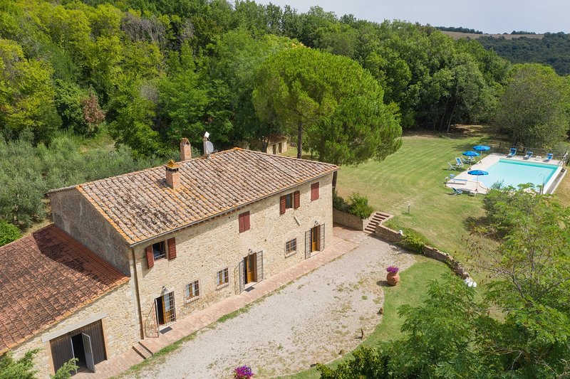 Sant'Anastasio Holiday Home Sleeps 17 with Pool and WiFi - 5227001, holiday rental in Volterra