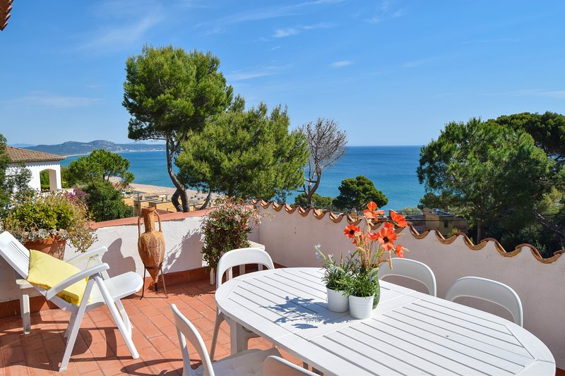 Apartment with sea views 500 meters from the beach. 6 people.a/C-WIFI., holiday rental in Platja de Sa Riera