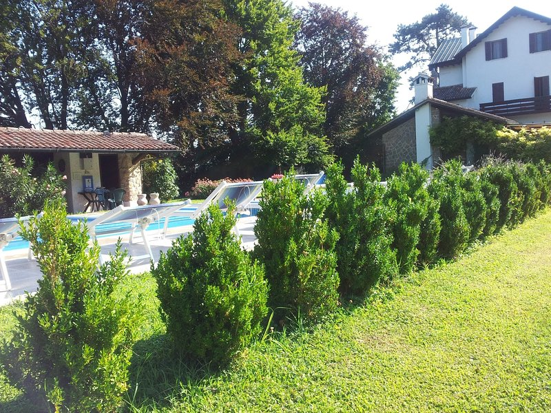 Monte Ortone Holiday Home Sleeps 14 with Pool Air Con and WiFi - 5227106, vacation rental in Luvigliano
