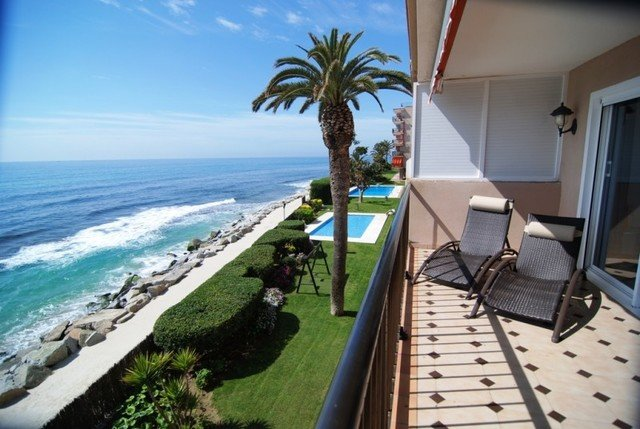 Sant Vicenc de Montalt Apartment Sleeps 10 with Pool and Free WiFi - 5509146, holiday rental in Caldes d'Estrac