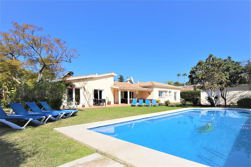Villa PIEDRA, vacation rental in Benamara