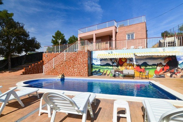 Lloret de Mar Villa Sleeps 8 with Pool and Free WiFi - 5508937, holiday rental in Cartella
