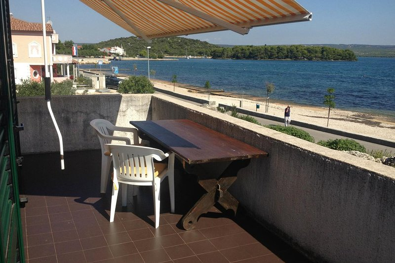 Raslina Apartment Sleeps 6 with Air Con - 5459909, aluguéis de temporada em Bicine