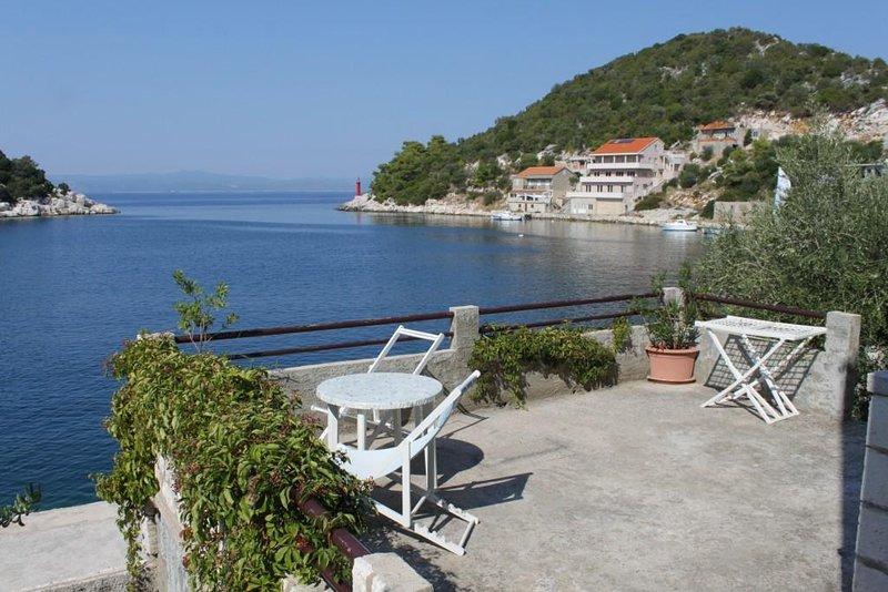 Lastovo Apartment Sleeps 4 with Air Con - 5468347, casa vacanza a Zaklopatica