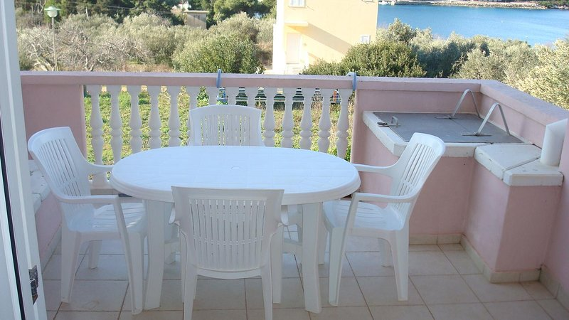 Soline Apartment Sleeps 4 with Air Con - 5459358, holiday rental in Soline